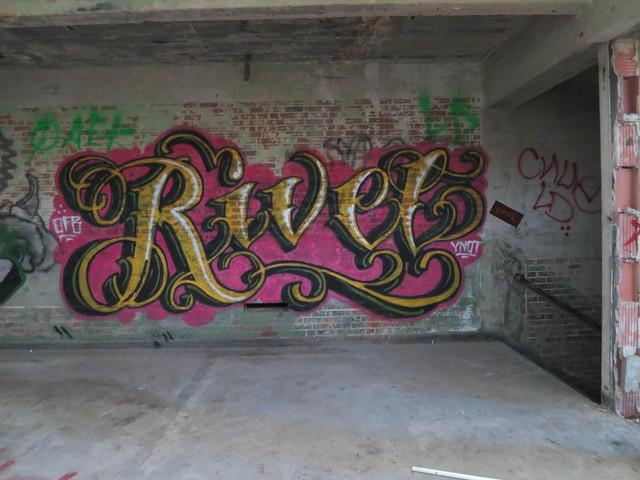 Header of rivel