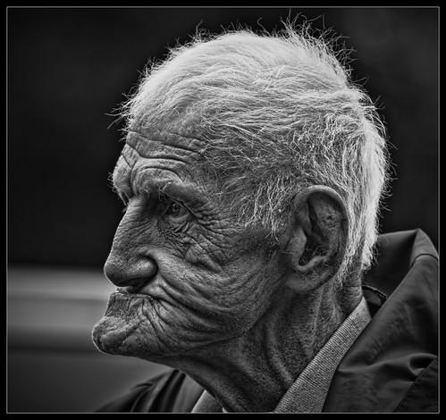 Online dating profile for older man