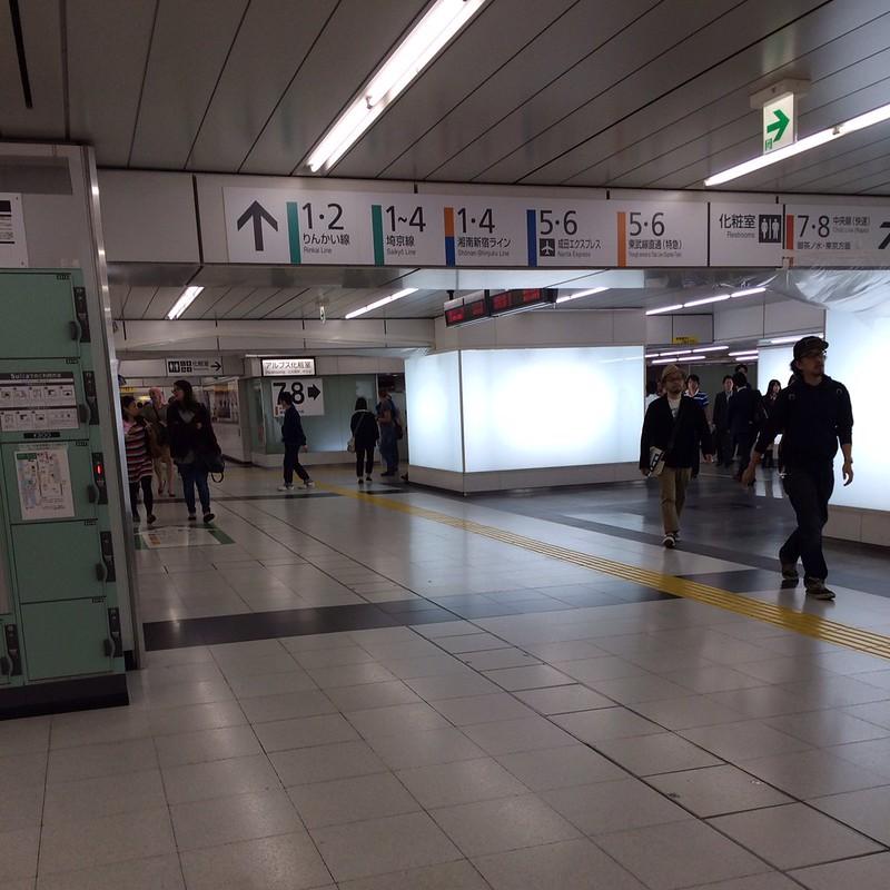 新宿駅地下構内 by haruhiko_iyota
