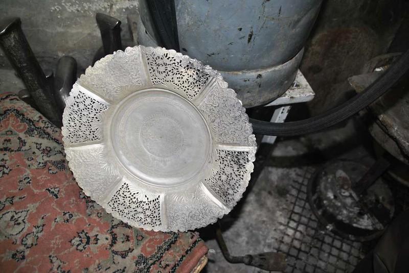 43 artesanos y sus obras en el bazar cercano a la mezquita de Rahim Khan en Isfahan (137)