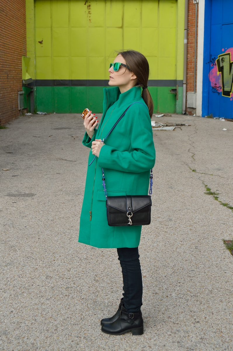 lara-vazquez-madlula-blog-rebecca-minkoff-moto-bag-green-coat-shades-trends-easy-chic