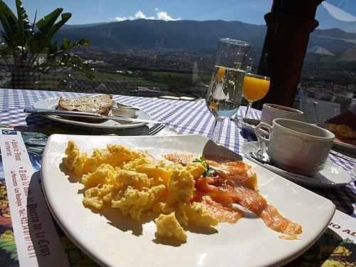 Champagne breakfast at El Monasterio