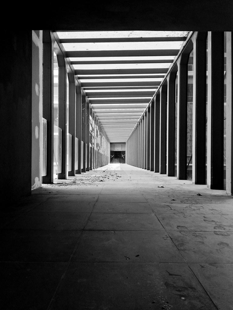 空虚的脚印 Foorprints into emptiness