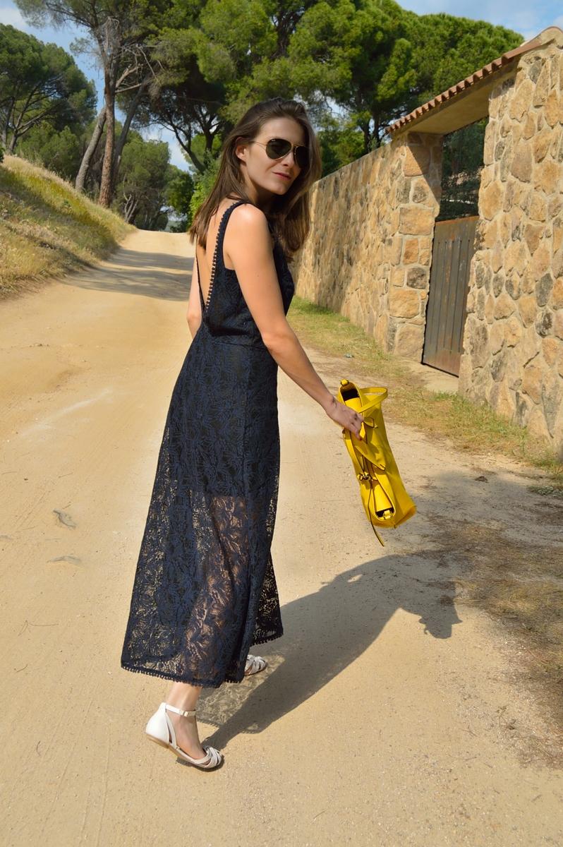 lara-vazquez-madlula-blog-fashion-long-lace-dress-pop-of-pink