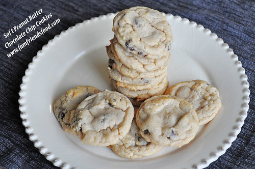 Soft Peanut Butter Chocolate Chip Cookies | www.famfriendsfood.com