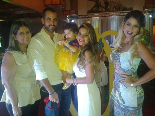 Mary Moura, Gustavo Chaves com Beatriz e Clara Chaves, e Vanessa Chaves