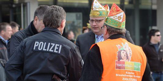 AionSur 16525295556_3f40a31afb_o_d Una arahalense testigo directo en Braunschweig, Alemania, de la suspensión del Carnaval por amenaza terrorista Sociedad Carnaval Braunschweig