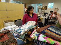 veterans_quilts_delivery_20130624_1912660642