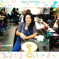 Festejando en la ofis muchas gracias por mi pastelitos !!!