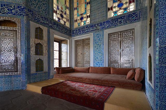 Espectacular decoración del interior de habitaciones del palacio Topkapi una maravilla