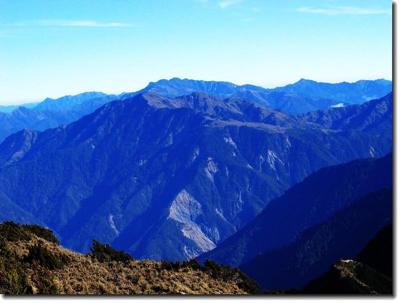 關山山頂北望雲峰、南雙頭山 1