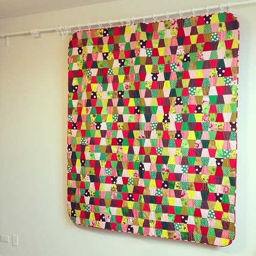 red green and brown tumbler quilt