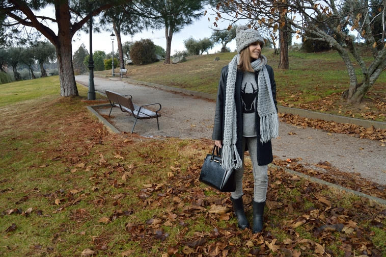 lara-vazquez-madlula-streetstyle-casual-look-grey-tones-outfit-winter