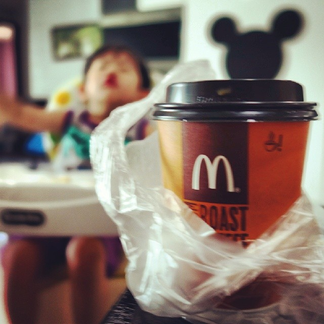 Finally time for a sip of the now cool down coffee. Better than nothing ya? Yes, that is Jayden still eating at the background.