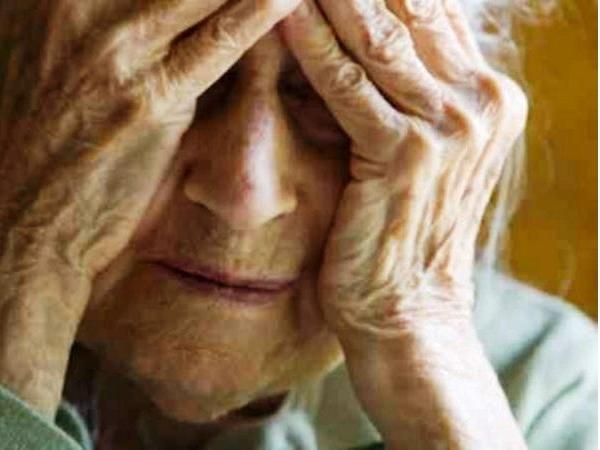 anziana-disperata