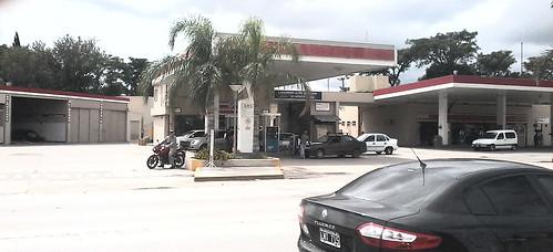 ESSO Servicentro San Cayetano SRL - Estación de servicio