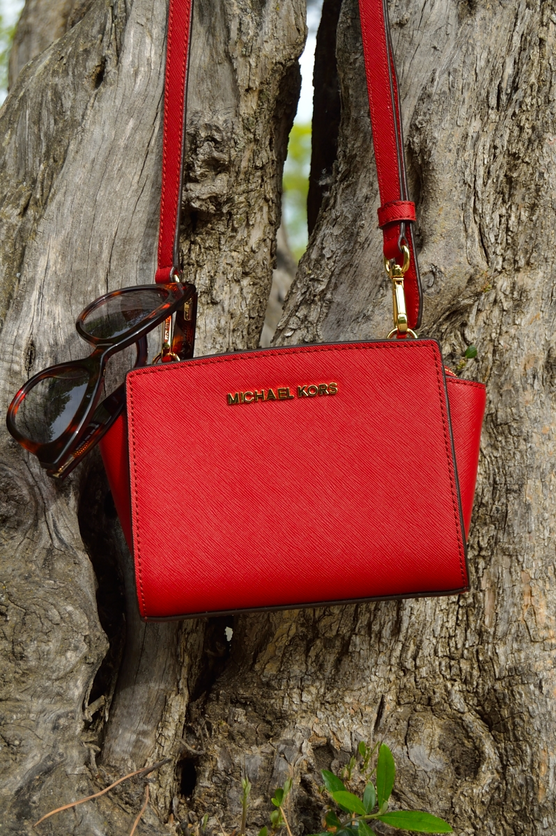 lara-vazquez-madlula-blog-details-michael-kors-mini-selma-bag-red