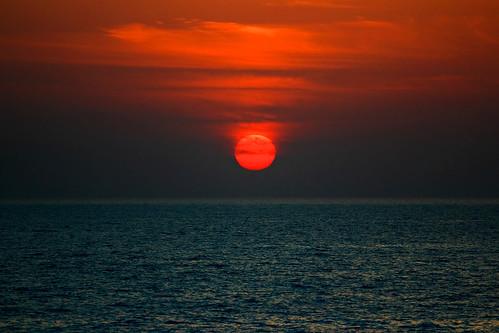 travel sunset sea sky reflection beach clouds canon israel seascapes cloudy horizon redsky canondslr canon70200f4l redsunset hertzelia cloudysunset hertzeliabeach horizonbeach canon600d travelinisrael canont3i canonkiss5 sunsetathertzeliabeach