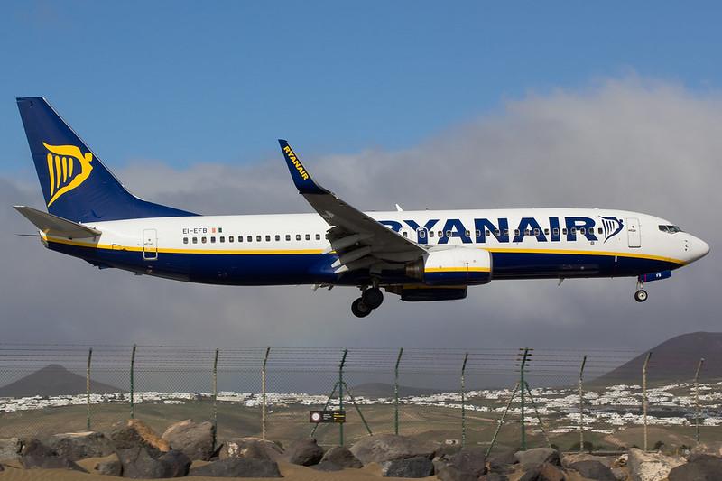 Ryanair - B738 - EI-EFB (1)