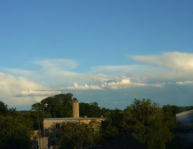 Ac cas + Cb cap inc clouds in the background