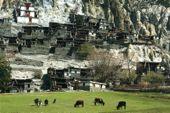 Lodge-Trekking Nepal, Annapurna-Runde, Braga im oberen Marsyandi-Tal. Foto: Günther Härter.