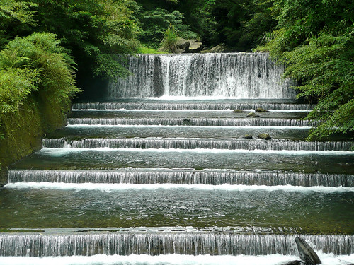 Terraced Falls on the Tonghou River (桶后溪)