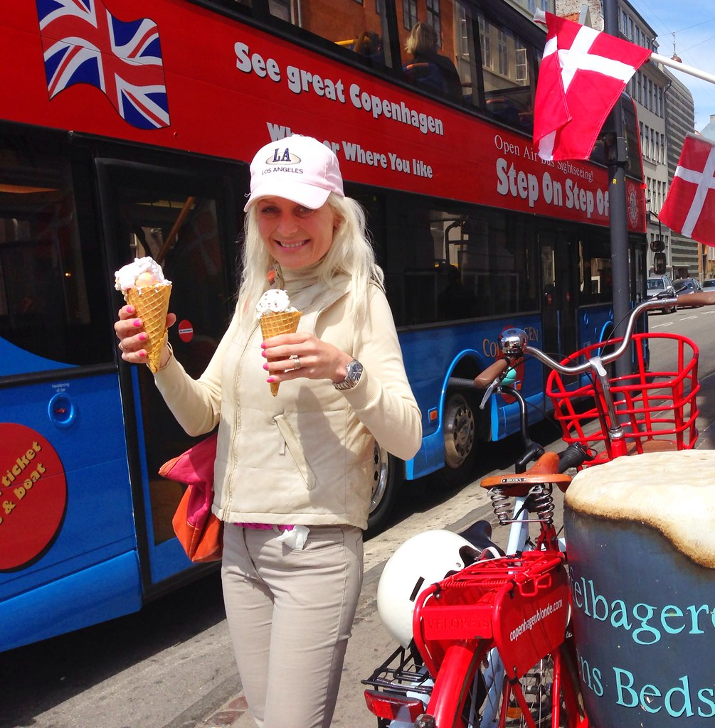 Ice cream & happiness in Nyhavn