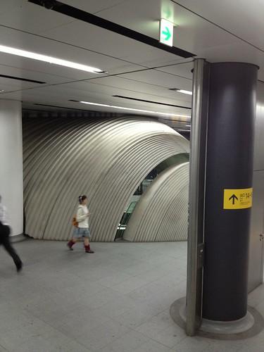 渋谷ヒカリエ1改札の裏側 by haruhiko_iyota