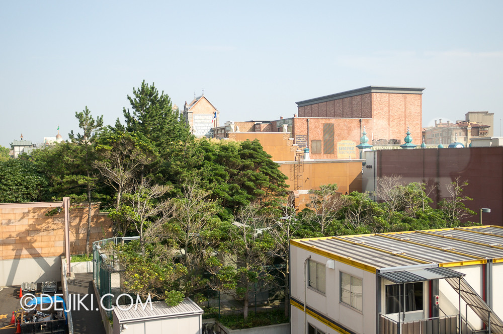Tokyo Disney Resort - Views from the Disney Resort Line train 3