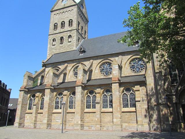 Alte Kirchen stehen wirklich überall rum, sogar in Wattenscheid.