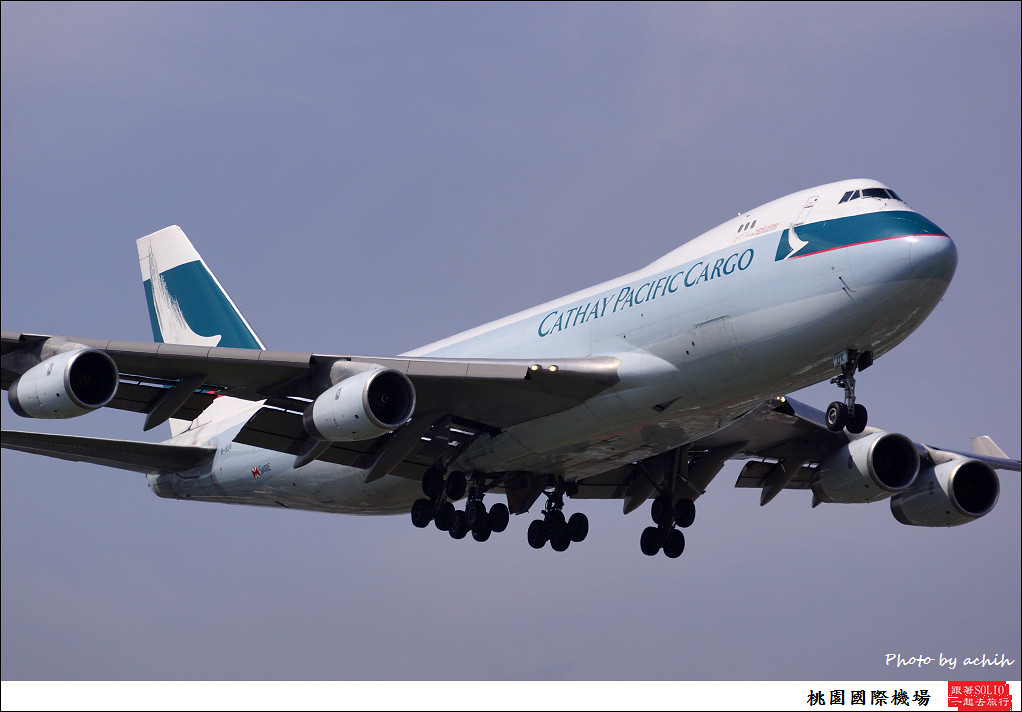 Cathay Pacific Airways B-HUK-007