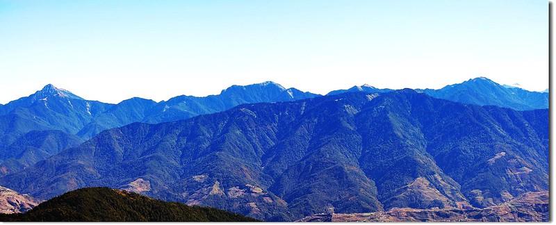 北二段群峰(From 油婆蘭山遠眺東南)
