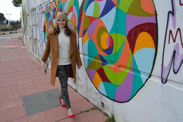 lara-vazquez-madlula-style-blog-fashion-brown-coat-winter-red