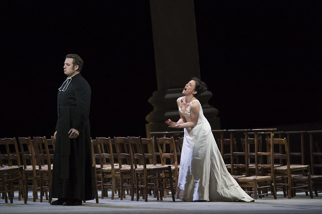Matthew Polenzani as Chevalier Des Grieux and Ermonela Jaho as Manon Lescaut in Manon © ROH / Bill Cooper 2014
