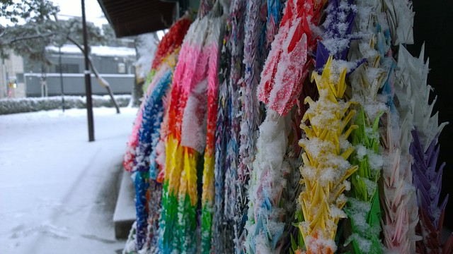 Snowy thousand origami cranes
