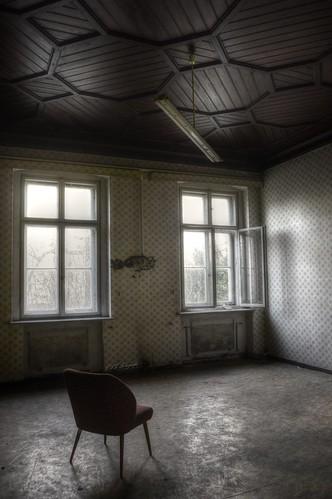 dark Loneliness - kleine Schloss-Klinik