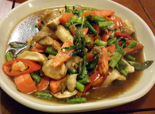 ירקות וטופו מוקפצים ברוטב סויה