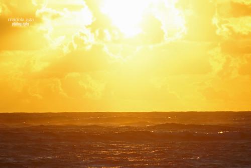 ocean light summer sky sun sunlight nature water clouds sunrise golden glow dominicanrepublic horizon surface 75300mm tones atlanticocean puntacana flamingstar thegalaxy infinitexposure riunaiboaresort
