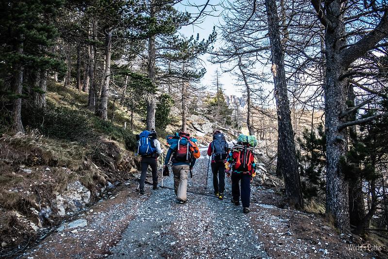 Sentiero verso il Lago D'arpon