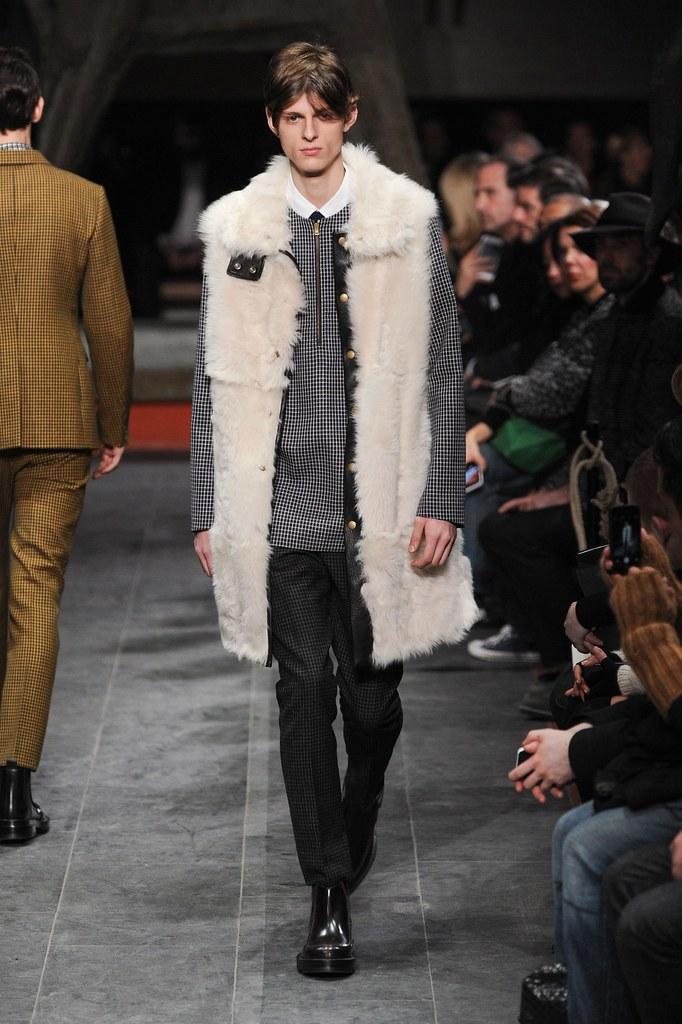 Elvis Jankus3219_FW15 Florence Marni(fashionising.com)