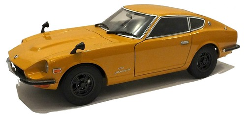 AutoArt Datsun Fairlady Z (1)