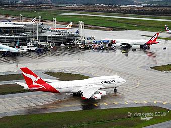 Qantas B747-400 en SCL desde la TWR (R.Vildósola)