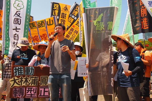 高雄小港反污染大遊行。攝影:李育琴。