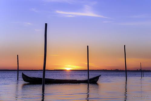 sunset sky sun portugal water skyline reflections boat sundown silhouettes lagoon bluehour sinking sinkingsun riadeaveiro murtosa pauloveiga caisdochegado
