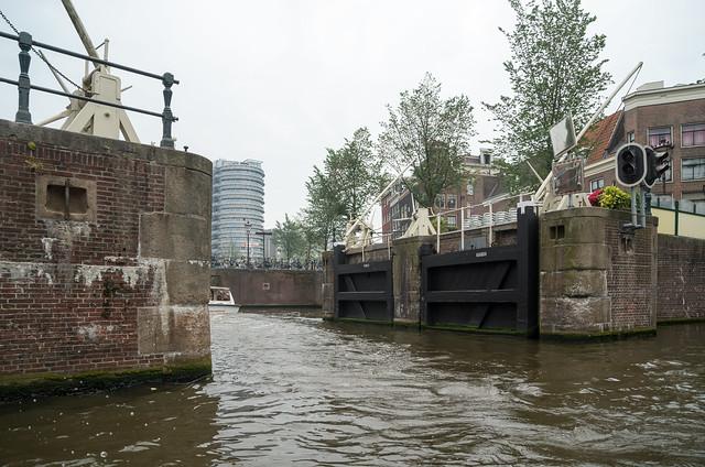 アムステルダム 運河 水門
