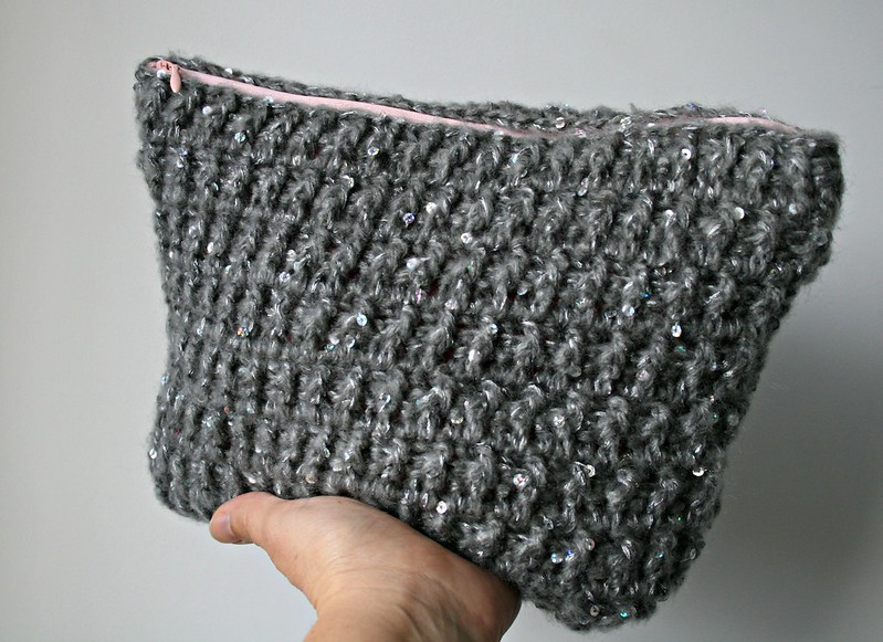 Knitted Clutch Bag Pattern : Christmas Gift idea! you are going to love this DIY! - Luz Patterns