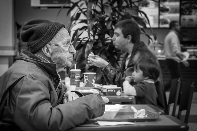 Грустный контраст старости