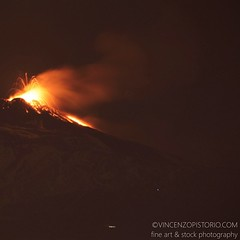 Last nightclub #etna #eruption from my kitchen's balcony. Amazing show! #catania #vacationforever (photo taken by Canon EOS 5DMII)