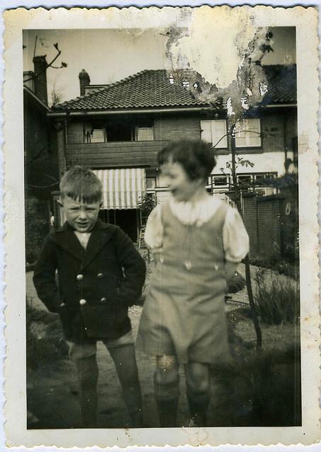 Carel van Aalst met meisje Spiegel op Prümelaan 29