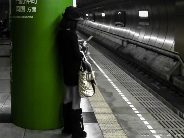 Esperando al primer metro de la mañana